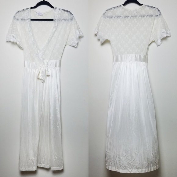 be70828a5a Vintage 1970s Cinema Etoile Sheer Bridal Robe. M 5b9564cba31c33f644186687